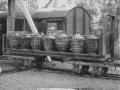 0355 Transport Boggielastvagn med syraflaskor