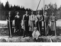 Trädgårdsmästare Allan Andersson med drängar 1927